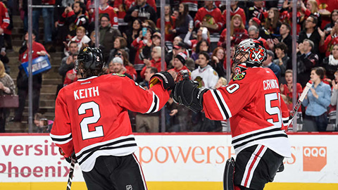 Duncan Keith a Corey Crawford