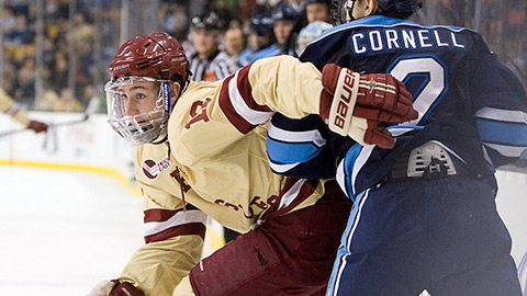 Kevin Hayes v utkání proti University of Maine