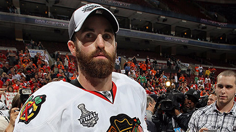 Andrew Ladd se Stanley Cupem v roce 2010
